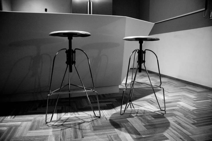 CORIAN® loves ELÍAS: Comedor de estilo  por Elías Arquitectura