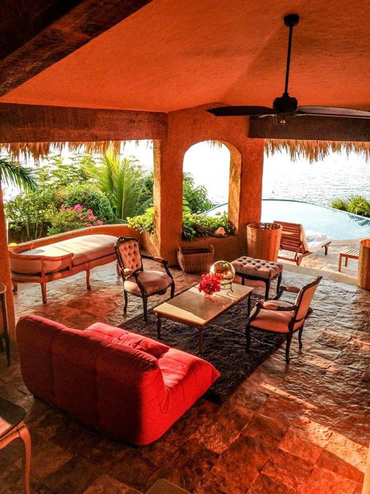 Villa Mía-Zihuatanejo Mexico: Salas de estilo  por Elías Arquitectura