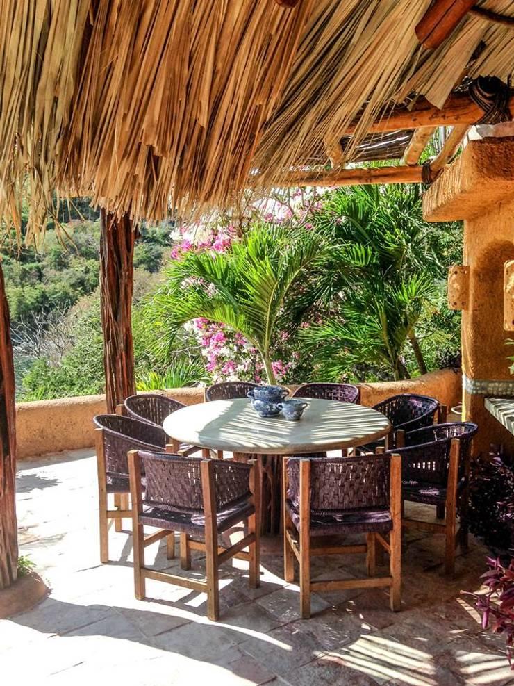 Villa Mía-Zihuatanejo Mexico: Jardines de estilo  por Elías Arquitectura