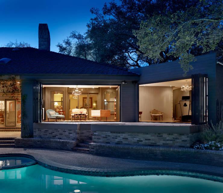 LE FUMOIR & GYM-San Antonio Texas: Albercas de estilo  por Elías Arquitectura
