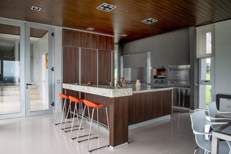 Кухни в . Автор – Saez Sanchez. Arquitectos
