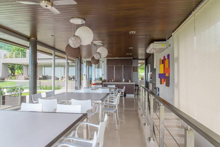 Casa MAS: Cocinas de estilo moderno por Saez Sanchez. Arquitectos