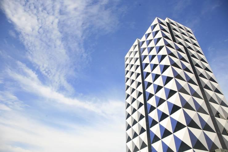 Fachada: Hotéis  por Peixoto Arquitetos Associados