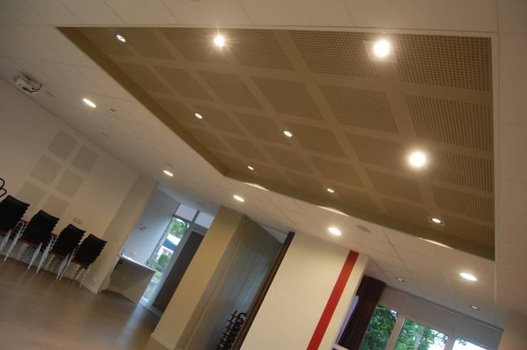 Moderner Multimedia-Raum von Ad Hoc Concept architecture Modern
