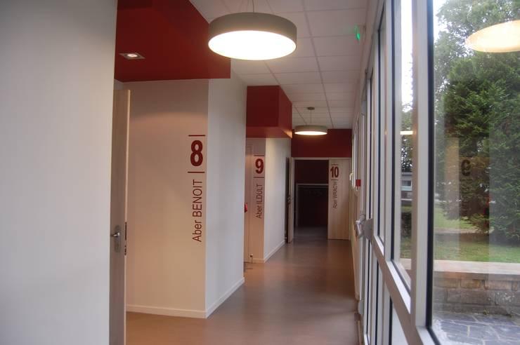 Moderner Flur, Diele & Treppenhaus von Ad Hoc Concept architecture Modern