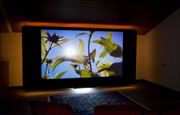 Großes Kino zu Hause live erleben:  Multimedia-Raum von Lenz Komponiert Möbel