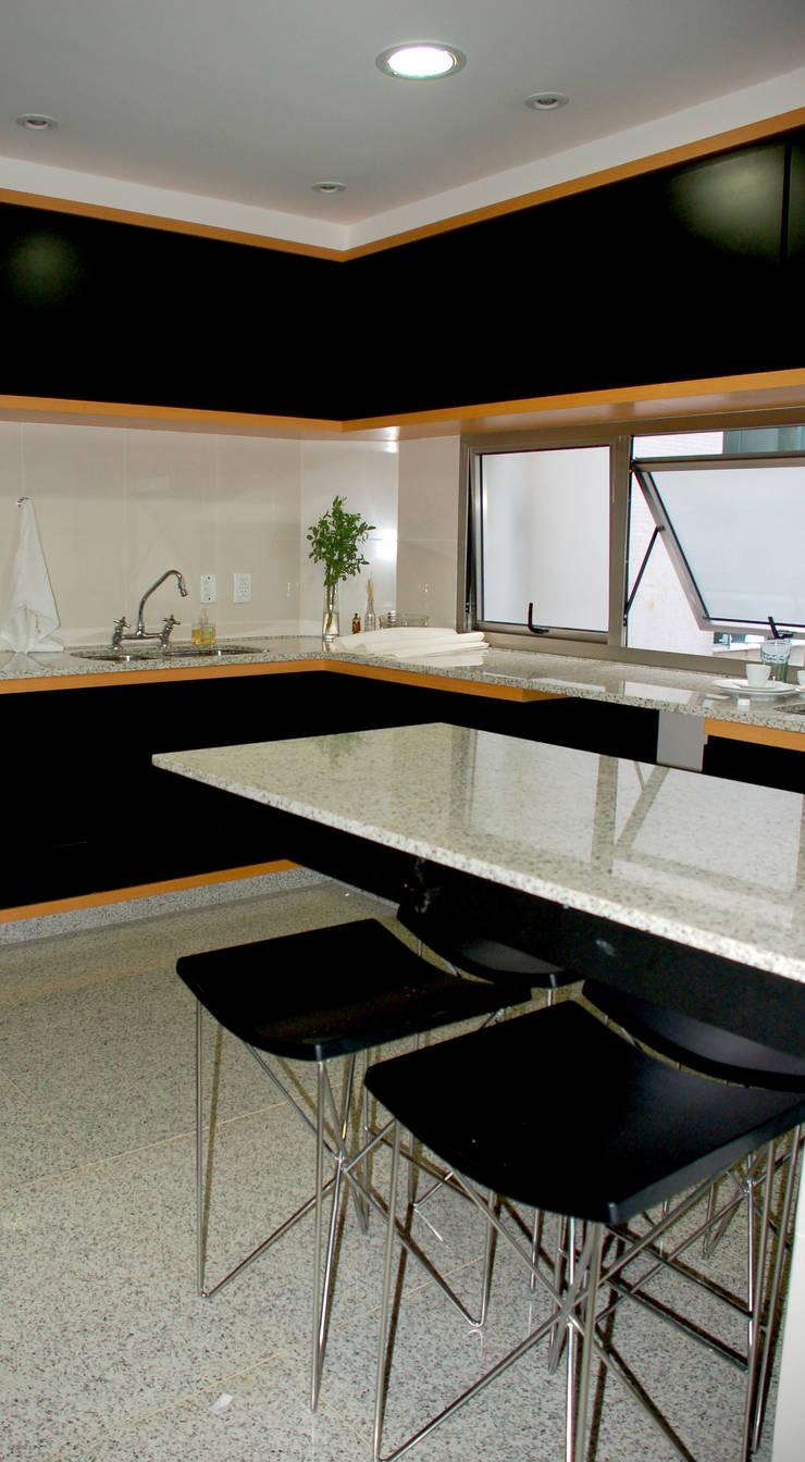 Cozinha: Cozinhas  por Peixoto Arquitetos Associados ,