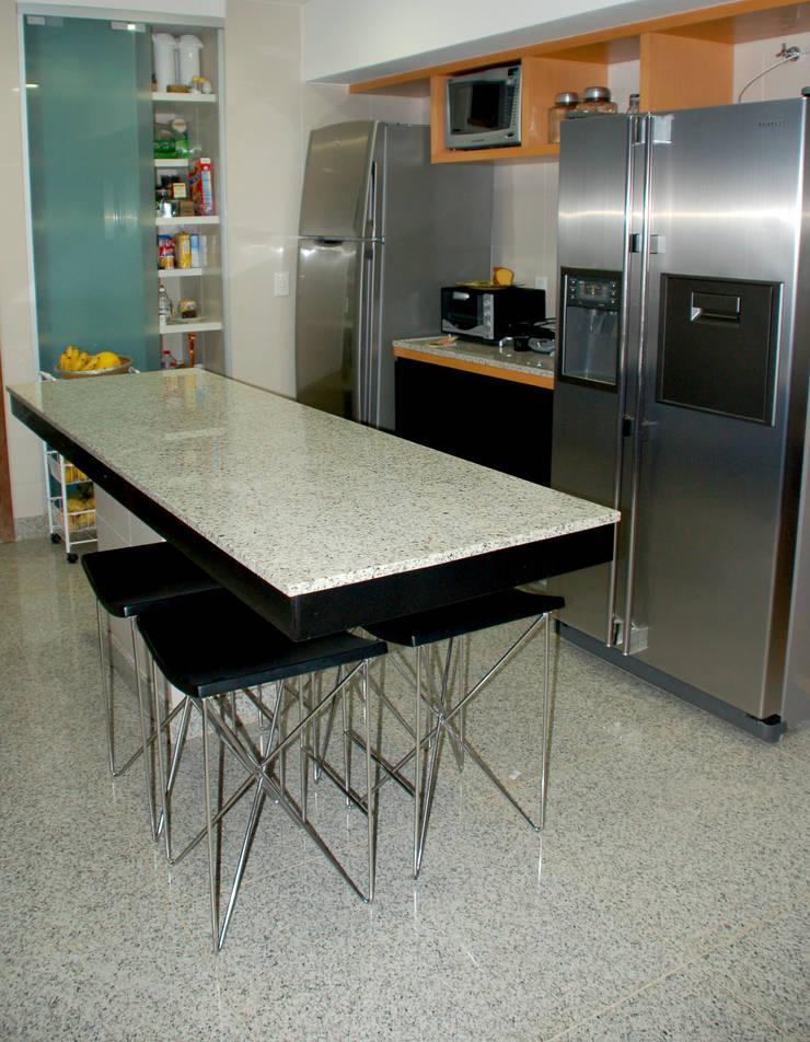 Cozinha: Cozinhas  por Peixoto Arquitetos Associados