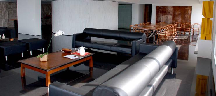 Sala de Estar e Jantar: Salas de estar  por Peixoto Arquitetos Associados