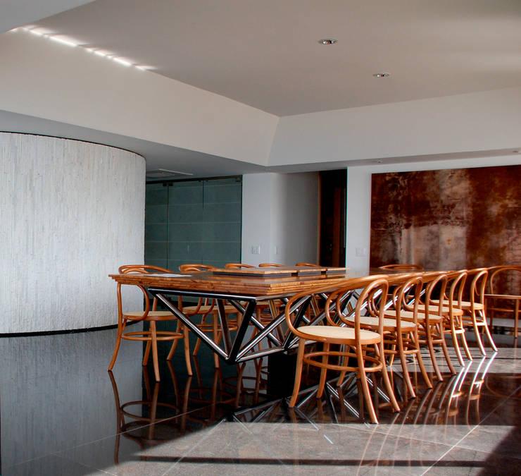 Sala de Jantar: Salas de jantar  por Peixoto Arquitetos Associados ,
