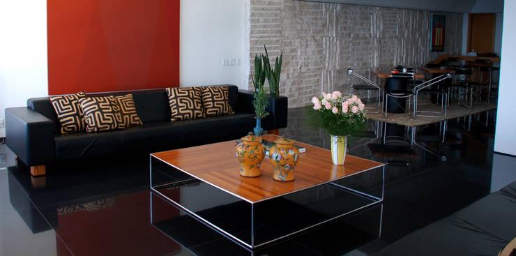 Sala de Estar: Salas de estar  por Peixoto Arquitetos Associados