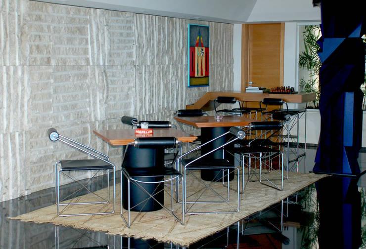Bar: Salas de jantar  por Peixoto Arquitetos Associados