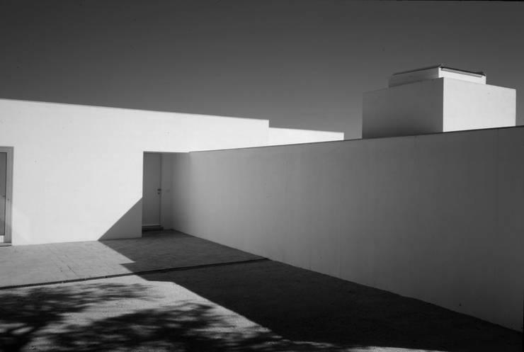 Entrada principal: Casas  por bpm arquitectura lda