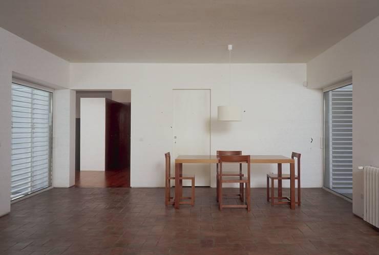 casa em Aveiras de Cima : Salas de jantar  por bpm arquitectura lda