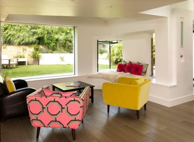 Gowan Avenue: modern Living room by Simon Gill Architects