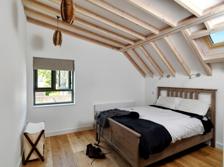 Wistanton Cottage :  Bedroom by Simon Gill Architects