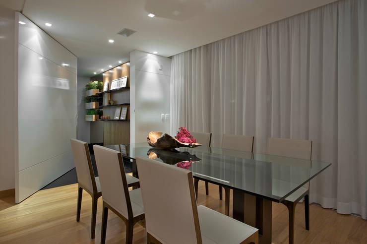 Sala de Jantar: Salas de jantar  por Manuela Senna Arquitetura e Design de Interiores,