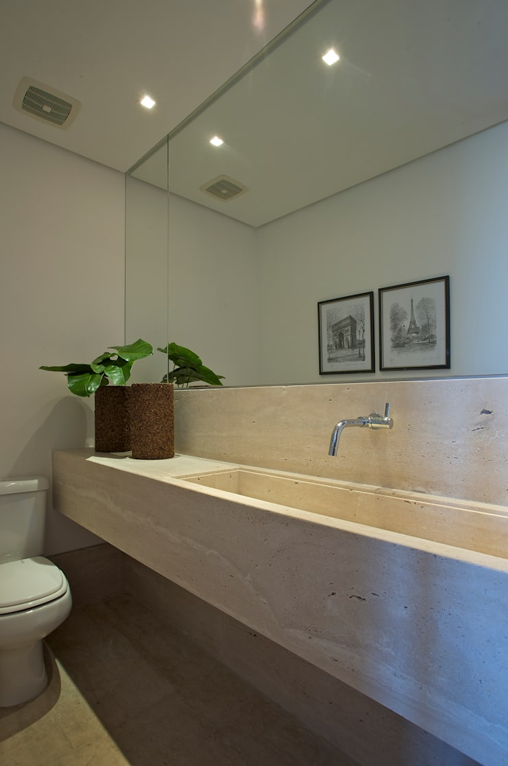 Residencia Serra dos Manacás: Banheiros  por Manuela Senna Arquitetura e Design de Interiores,
