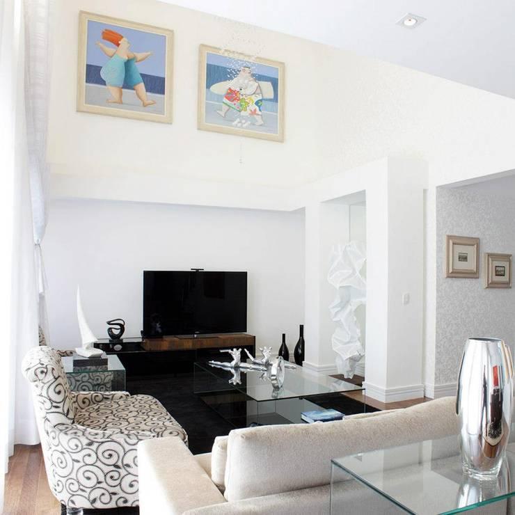 Livings Elegantes: Salas de estar  por Vera Teixeira design de interiores,