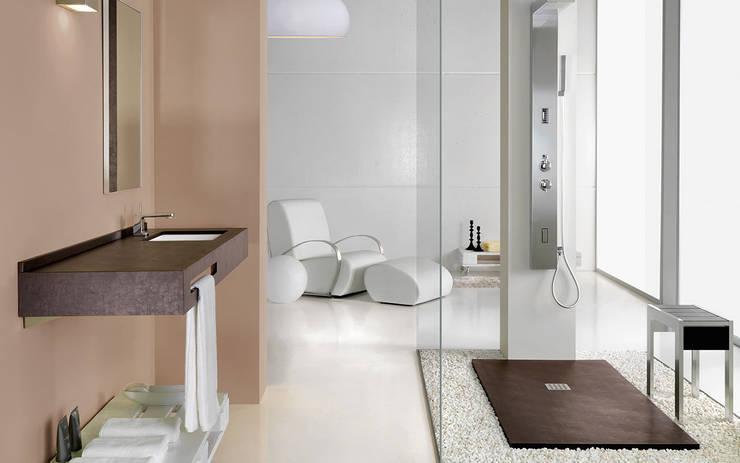 Baños de estilo moderno por MUEBLES OYAGA