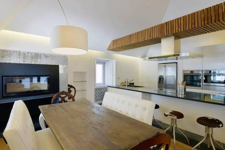 Casa para alugar: Salas de jantar  por Gavetão- Decoração de Interiores