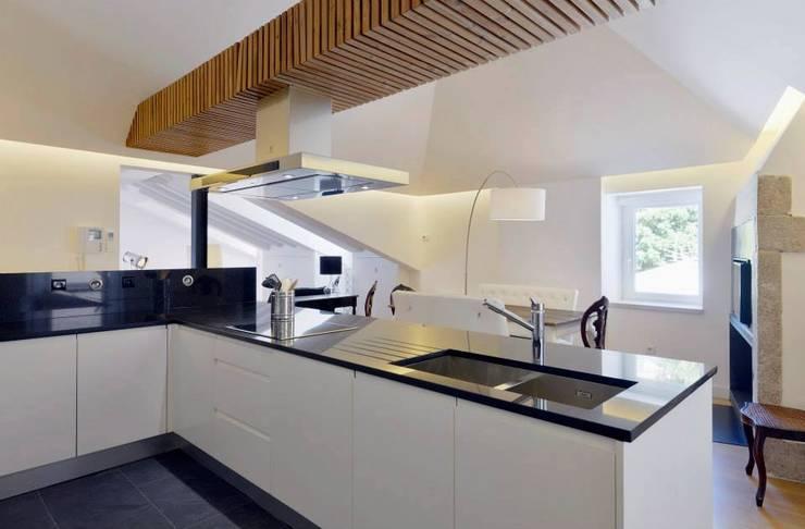 Casa para alugar: Cozinhas  por Gavetão- Decoração de Interiores