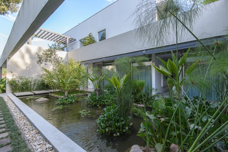Casas de estilo  por Estúdio SB Arquitetura