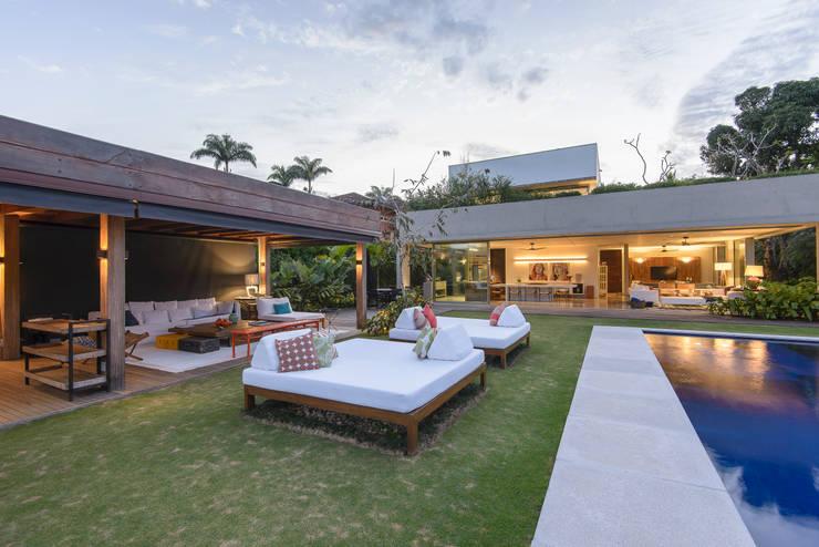 Residência Laranjeiras: Casas  por Estúdio SB Arquitetura