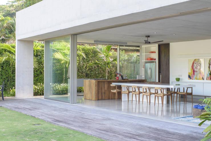 Residência Laranjeiras: Casas modernas por Estúdio SB Arquitetura