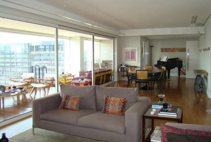 Living room by Luli Hamburger Arquitetura, Modern