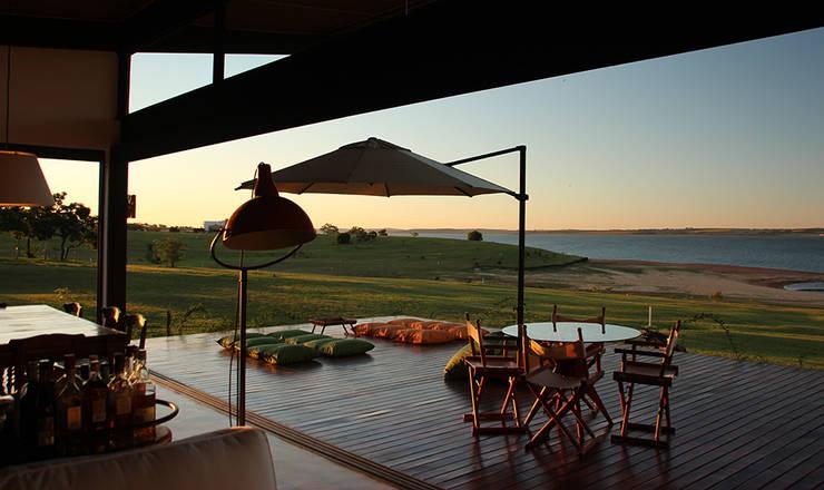 Terrazas de estilo  por Ambienta Arquitetura