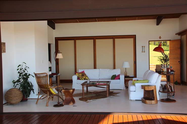 Salas / recibidores de estilo  por Ambienta Arquitetura