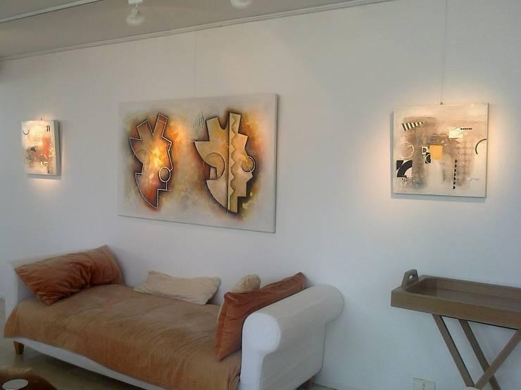 espacios con arte Livings modernos: Ideas, imágenes y decoración de Daniel Vidal Moderno Cuero Gris