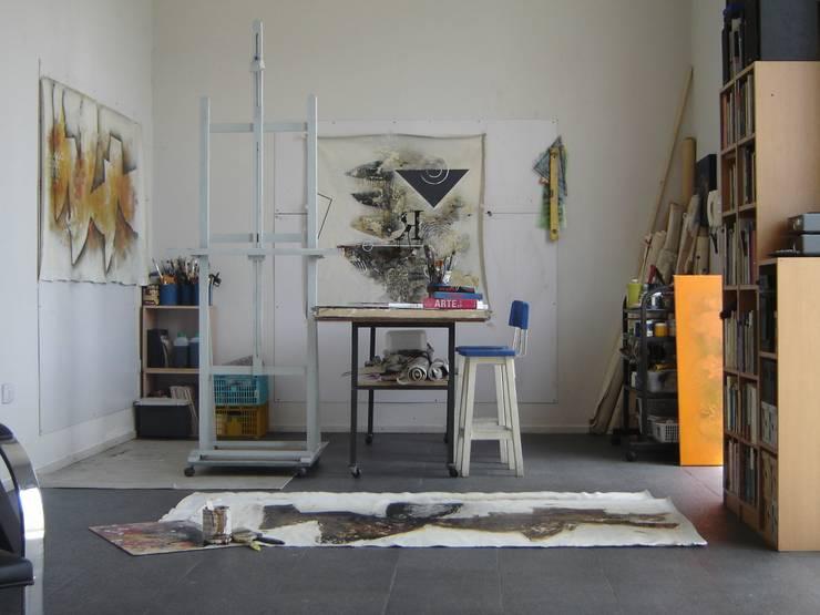Estudios y despachos de estilo minimalista de Daniel Vidal