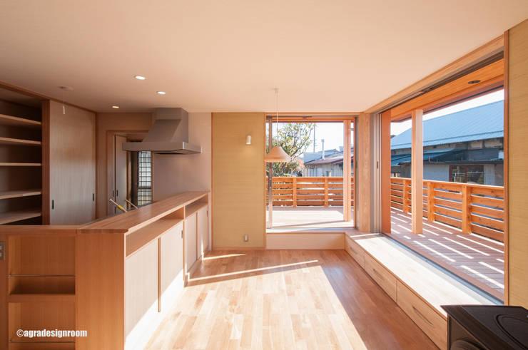 座りたくなる窓辺を創る オリジナルデザインの ダイニング の アグラ設計室一級建築士事務所 agra design room オリジナル 木 木目調