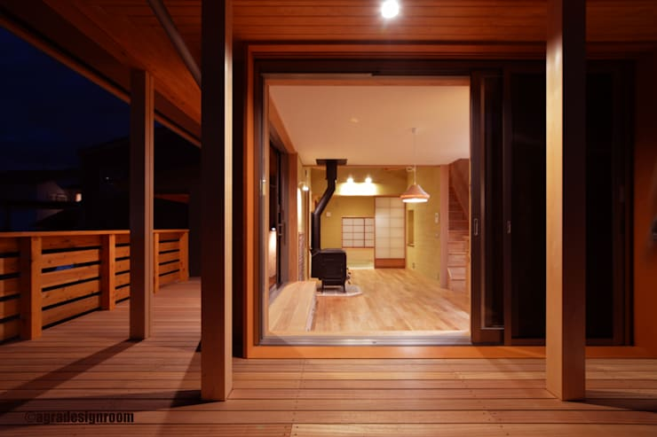 もっとも大切な窓辺 オリジナルな 家 の アグラ設計室一級建築士事務所 agra design room オリジナル 木 木目調