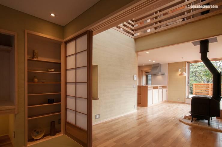 樫の木の灰を造るための薪ストーブ オリジナルデザインの リビング の アグラ設計室一級建築士事務所 agra design room オリジナル