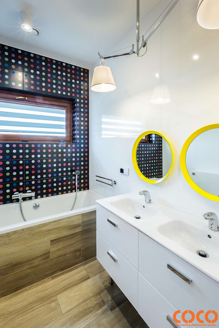 Bathroom by COCO Pracownia projektowania wnętrz