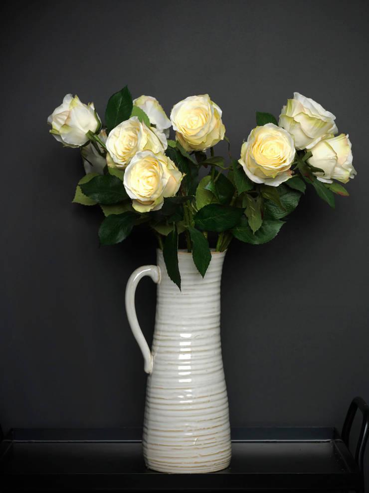Cream rose bud par Dust Éclectique