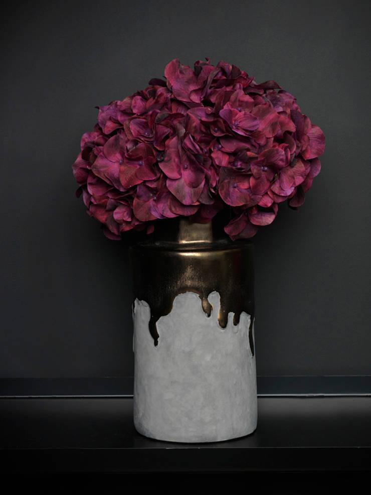 Dark pink hydrangea spray par Dust Éclectique