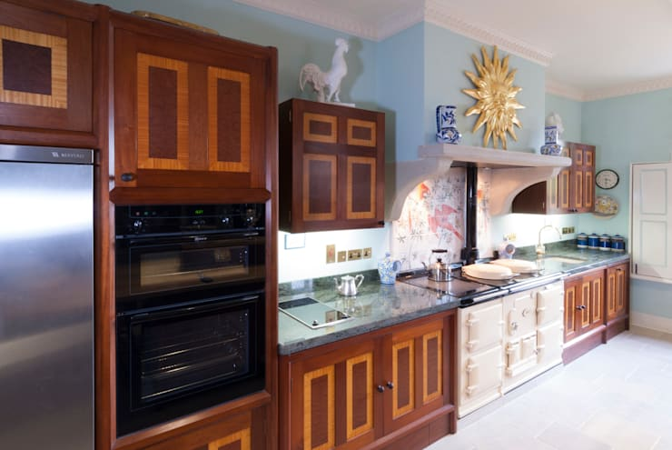 Brazilian Mahogany and Satinwood Kitchen in The Close, Salisbury by Tim Wood:  Kitchen by Tim Wood Limited