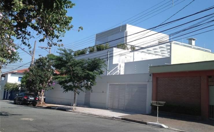 Residência Guatás: Casas  por Vitor Dias Arquitetura