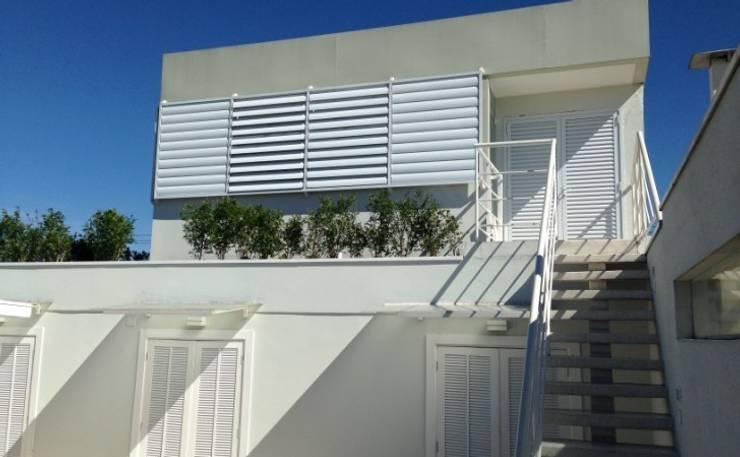 Fachada do escritório: Casas  por Vitor Dias Arquitetura