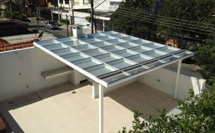 Cobertura Metálica com Vidro: Terraços  por Vitor Dias Arquitetura