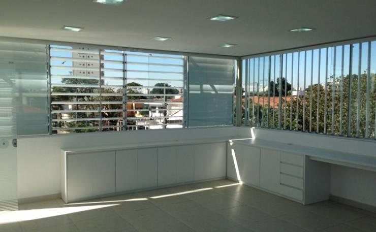 Interior do Escritório: Escritórios  por Vitor Dias Arquitetura