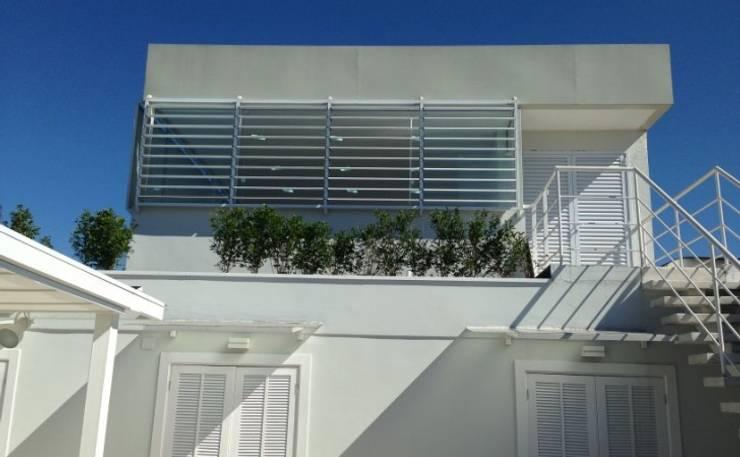 Brises: Casas  por Vitor Dias Arquitetura