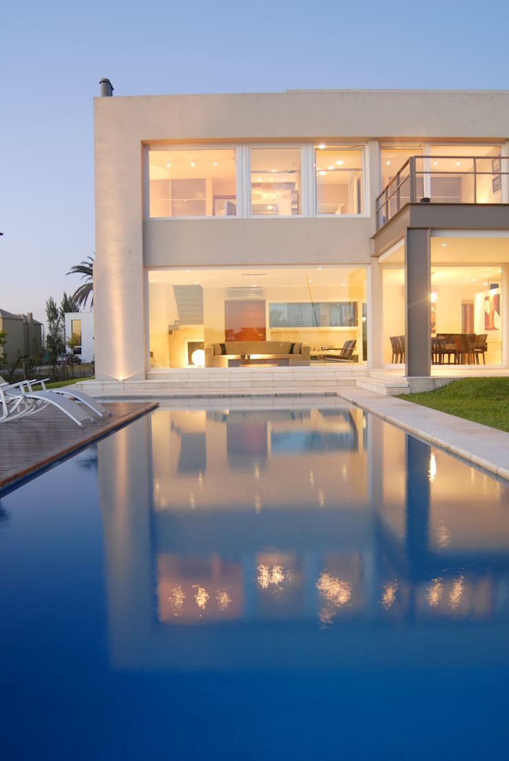 Piscina: Casas de estilo  por Ramirez Arquitectura