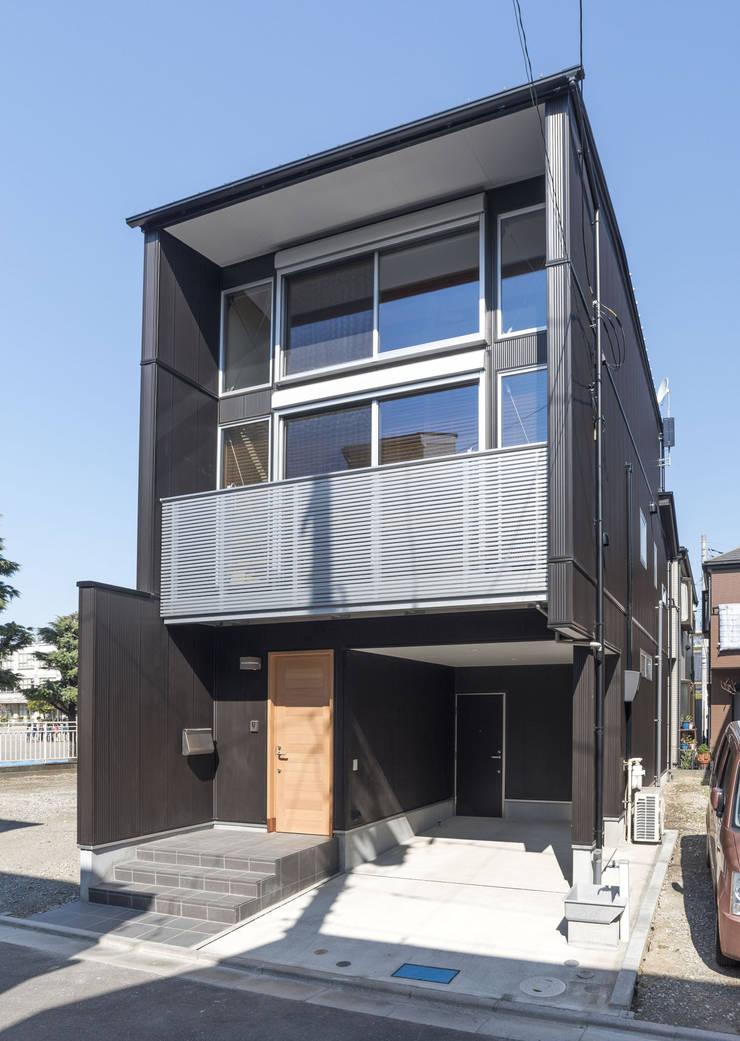 足立区の家: 岡本建築設計室が手掛けた家です。,モダン