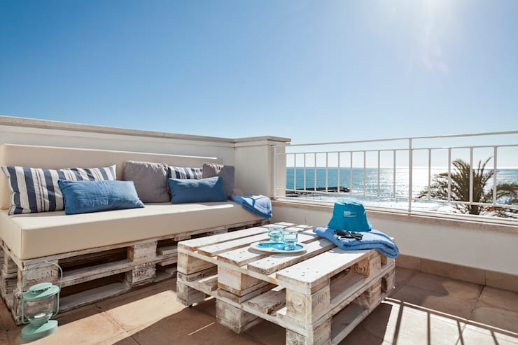 Balconies, verandas & terraces  تنفيذ Home Deco Decoración
