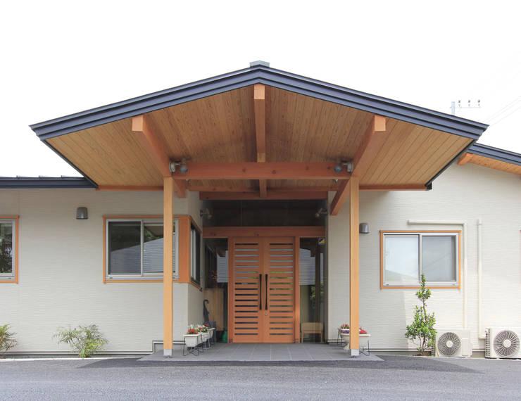 リハビリデイ木の葉: 岡本建築設計室が手掛けた家です。